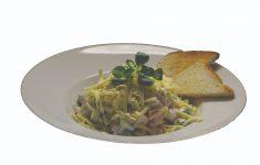 Zeleninový šalát s kyslou smotanou, strúhaným syrom a bagetkou – 200g – 5,40 €